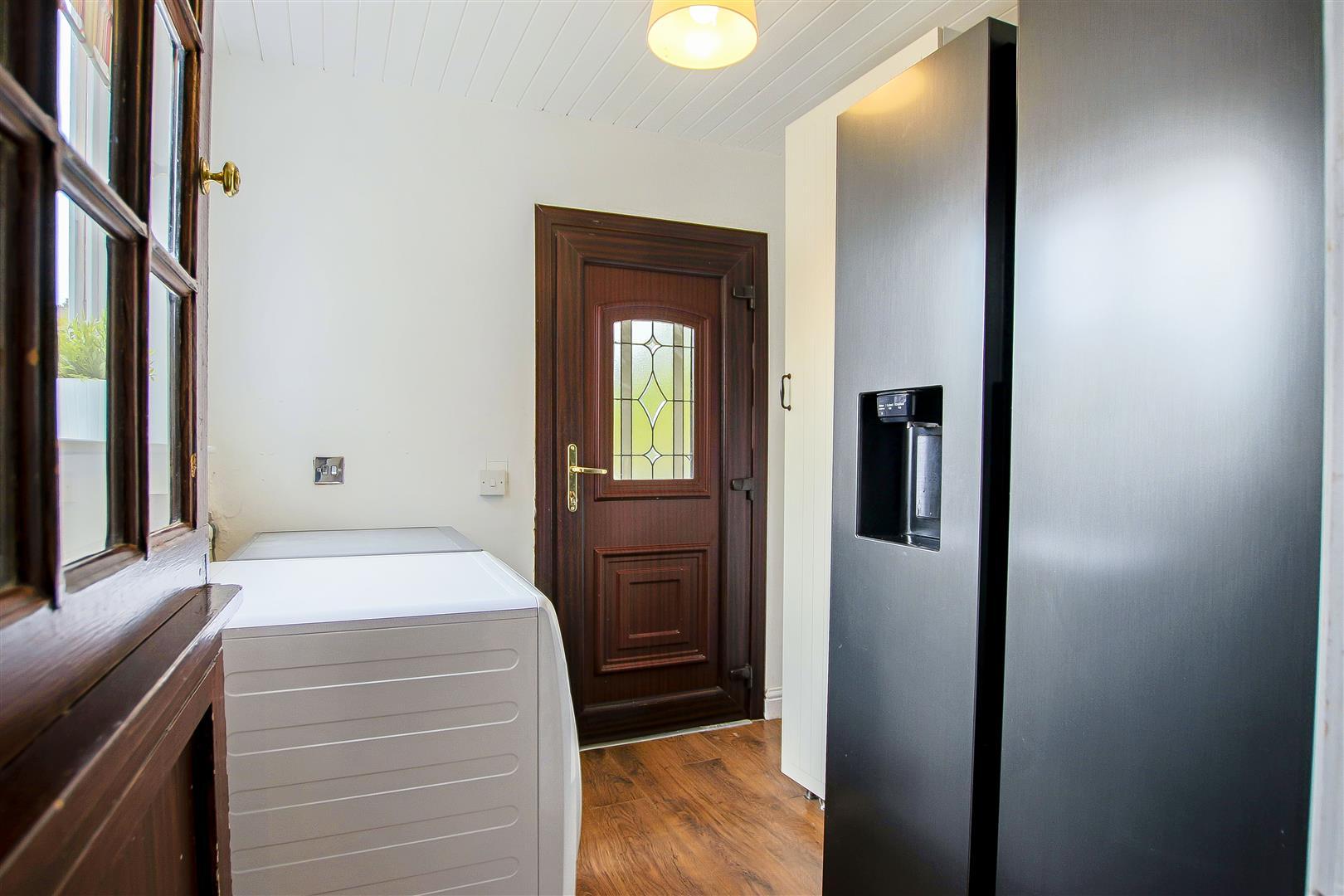 4 Bedroom Semi-detached House For Sale - 40.jpg